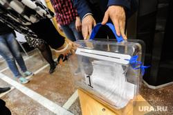 Избирательный участок 803. Подсчет бюллетеней. Челябинск, избирательная комиссия, выборы, урна для голосования, переносная урна для голосования