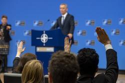 Клипарт. Официальный сайт  «НАТО». Екатеринбург, нато, поднятые руки, столтенберг йенс