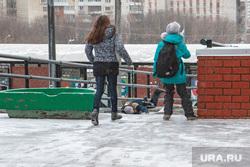 Гололед, ледяной дождь в Перми., гололед, дети, Тротуары
