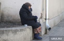 Виды города. Курган, пенсионерка, нищенка, старушка, пенсия, попрашайка, бабушка