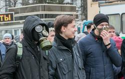 Митинг против строительства мусороперерабатывающего предприятия. Курган, противогаз, респиратор, митинг, сторонники навального, молодежь