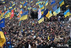 Евромайдан. Киев (Украина), майдан, флаги украины, толпа