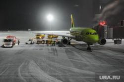 Алексей Текслер посетил новый терминал внутренних авиалиний аэропорта «Челябинск» имени Игоря Курчатова. Челябинск, аэропорт челябинск, самолет, телескопический трап, аэропорт игорь курчатов