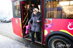 Автобусы. Челябинск., остановка, автобус, пассажир, общественный транспорт