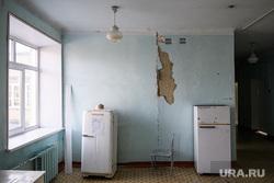 Центральная городская больница города Катав-Ивановск. Челябинская область, коридор, холодильники, аварийное состояние, больница, трещина в доме