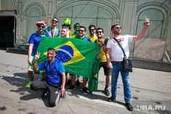 Футбольные болельщики в Москве, флаг бразилии, бразильские болельщики
