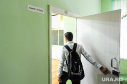 Школа в селе Долгодеревенское, где пикетировали старшеклассники. Челябинская область, школа, школьники, кабинет истории