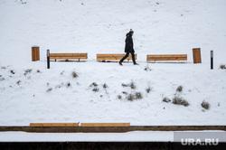 Снегопад в Екатеринбурге, снег, набережная, зима, прохожий, снегопад, стрелка бюро