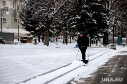 Виды Екатеринбурга, снег, уборка снега, екатеринбург , сквер за оперным