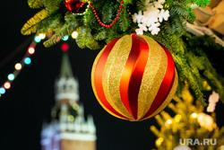 Новогодняя ярмарка на Красной Площади. Москва, елочный базар, новый год, елочные игрушки, спасская башня