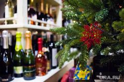 Винный магазин «Винотека Соловьева». Екатеринбург , елка, новогодние украшения, алкомаркет, бутылки, винный магазин, алкоголь, вино, спиртное