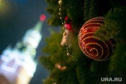 Новогодняя ярмарка на Красной Площади. Москва, спасская башня, новый год, елочные игрушки