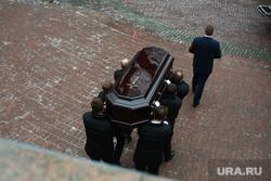 Прощание с Сергеем Юрским в театре Моссовета. Вынос гроба. Москва, траурная церемония, вынос гроба, прощание
