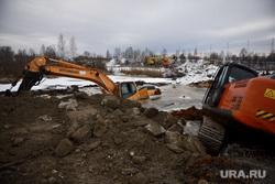 Экскаваторы, провалившиеся в озеро Лебяжье. Екатеринбург