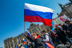 Первомайская демонстрация на Красной площади. Москва, флаг россии