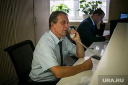 Охранник Александр. Москва, охранник, разговаривает по телефону