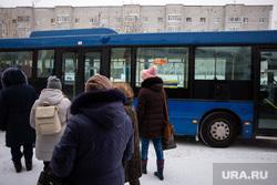 Автобусы и автобусные остановки. Сургут, автобусная остановка, общественный транспорт, ожидание автобуса