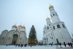 Новогодняя елка в Кремле. Москва, новогодняя елка, город москва, кремль, троицкий мост, колокольня ивана великого, кремлевская елка, соборная площадь, успенский собор