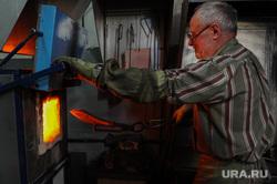 Производство ножей на оружейном предприятии «АиР» в городе Златоуст. Челябинская область, производство, ножи, печь, аир