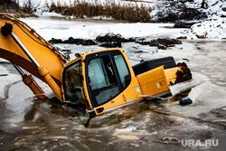 Экскаваторы, провалившиеся в озеро Лебяжье. Екатеринбург, озеро, экскаваторы, стройка, утонувшие экскаваторы, трамвайная линия екатеринбург верхняя пышма
