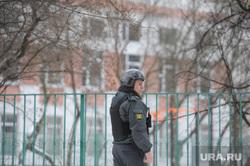 Школа в оцеплении. После стрельбы. Москва, полицейский, бронежилет, полиция