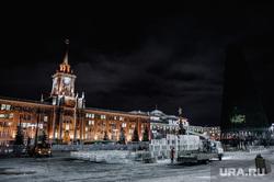 Оформление заведений к Новому году.  Екатеринбург, елка, ледовый городок, площадь 1905 года, новый год, оформление города