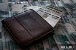 Клипарт по теме Насилие. Москва, оружие, кошелек, ограбление, деньги, пачка денег, преступление, бандитизм, разбой, братки, киллер, пистолет, разборки, стрелка, купюры, тысячные, молодежные банды