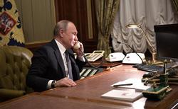 Клипарт. Сайт президента России, телефон, кабинет, разговор по телефону, путин владимир