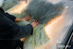 Цех по производству валенок. Пимокатный цех в селе Бродокалмак. Челябинская область, шерсть, производство валенок