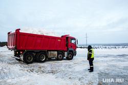Полигон для складирования снега компании ЮВИС. Сургут, грузовик, самосвал, вывоз снега