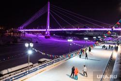 Ночные виды города. Тюмень, каток, зима, мост влюбленных