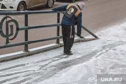 Гололед, ледяной дождь в Перми., гололед, мальчик, Тротуары
