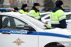Вручение свердловским полицейским ключей от новых автомобилей. Екатеринбург , машина дпс, машины, зима, полиция, правоохранительные органы, гибдд, дпс, автомобили, герб мвд