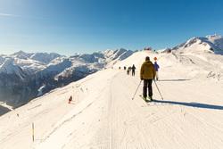 Клипарт depositphotos.com, снег, лыжники, горнолыжный курорт, горные лыжи, катание на лыжах, зимние виды спорта, горы