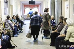 Презентация новой техники в областном онкодиспансере. Курган, старушка, поликлиника, коридор больницы, бабушка, больница, пенсионеры, онкодиспансер, медобслуживание