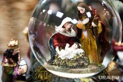 Подготовка к Рождеству Христову в Ново-Тихвинском женском монастыре. Екатеринбург, новогодние украшения, рождество, новый год, новогодние игрушки