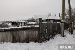 Разное. Курган, деревянный дом, деревня, село, забор, окраина города, частный сектор, зима
