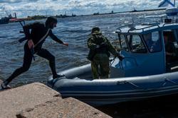 Клипарт, официальный сайт министерства обороны РФ. Екатеринбург, захват, катер, спецоперация, пираты, спецназ ВМФ