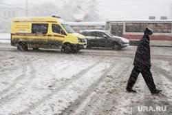 Сильный снегопад в Екатеринбурге, метель, скорая помощь, снегопад, реанимация