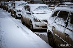 Виды Екатеринбурга, снег, машины, стоянка, авто, парковка