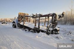 Машина вмерзшая на зимнике Тюмень-Междуреченский. Тюмень, зима, зимник, вмерзший автомобиль