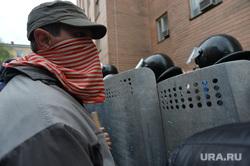 Ситуация на востоке Украины. Взятие прокуратуры. Луганск, оцепление, щиты, беспорядки, столкновение, маски, протест