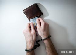 Клипарт по теме Деньги, банковская карта, взятка. Сургут, кредит, бумажник, руки в наручниках, финансовое преступление, взятка, наручники, финансовое рабство