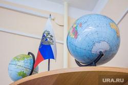 Бадина в школе №21. Нижневартовск, глобус, школа