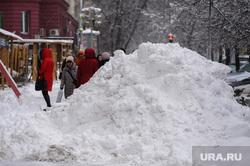 Дороги после снегопада. Челябинск, сугроб, снег в городе, пешеходы