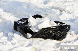 Сбор проб снега на городских дорогах для экспертизы . Челябинск, забор снега на анализ