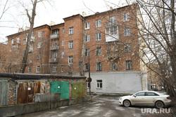Гаражи возле дома на Карла Либкнехта, 40. Екатеринбург