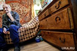 Долгожитель Дмитрий Юмин. 100 лет. Екатеринбург, пенсионер, старость, пенсия, юмин дмитрий, старый комод