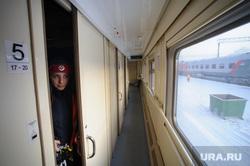 Подготовка поезда дальнего следования к рейсу: проводница в пассажирском вагоне. Екатеринбург, ржд, проводница, аникеева наталья, российские железные дороги
