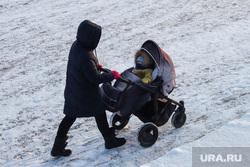 Парк Победы. Курган, мама, материнство, молодая мама, детская  коляска, мама и ребенок